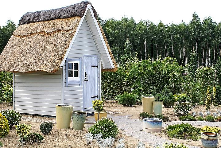 Jak odświeżyć altanę w ogrodzie bez remontu
